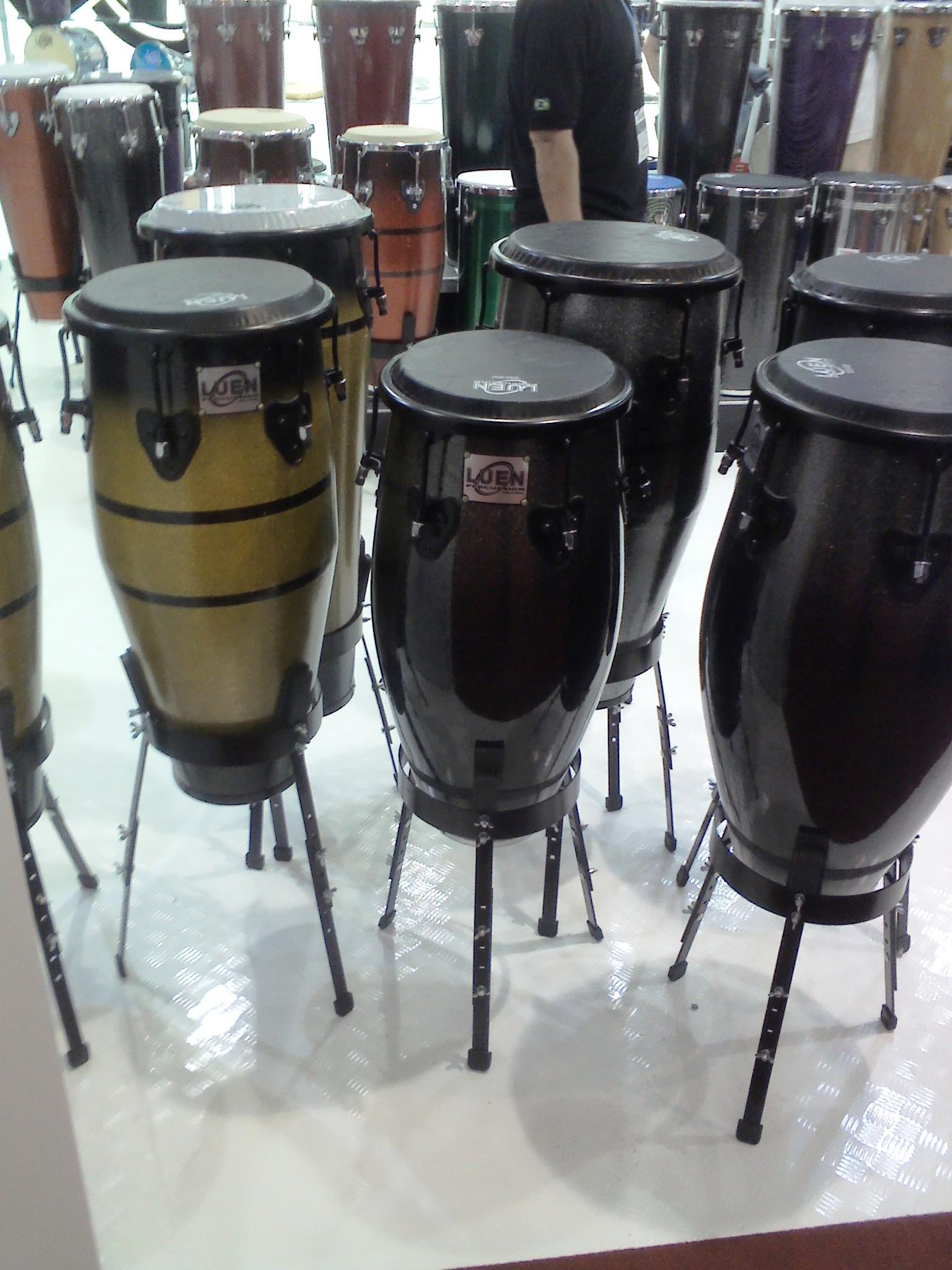 Tambores para chamar chuva! Brincadeira, eu adoro esse instrumento!
